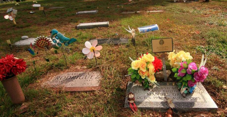 Ways to Personalize a Loved One's Gravesite